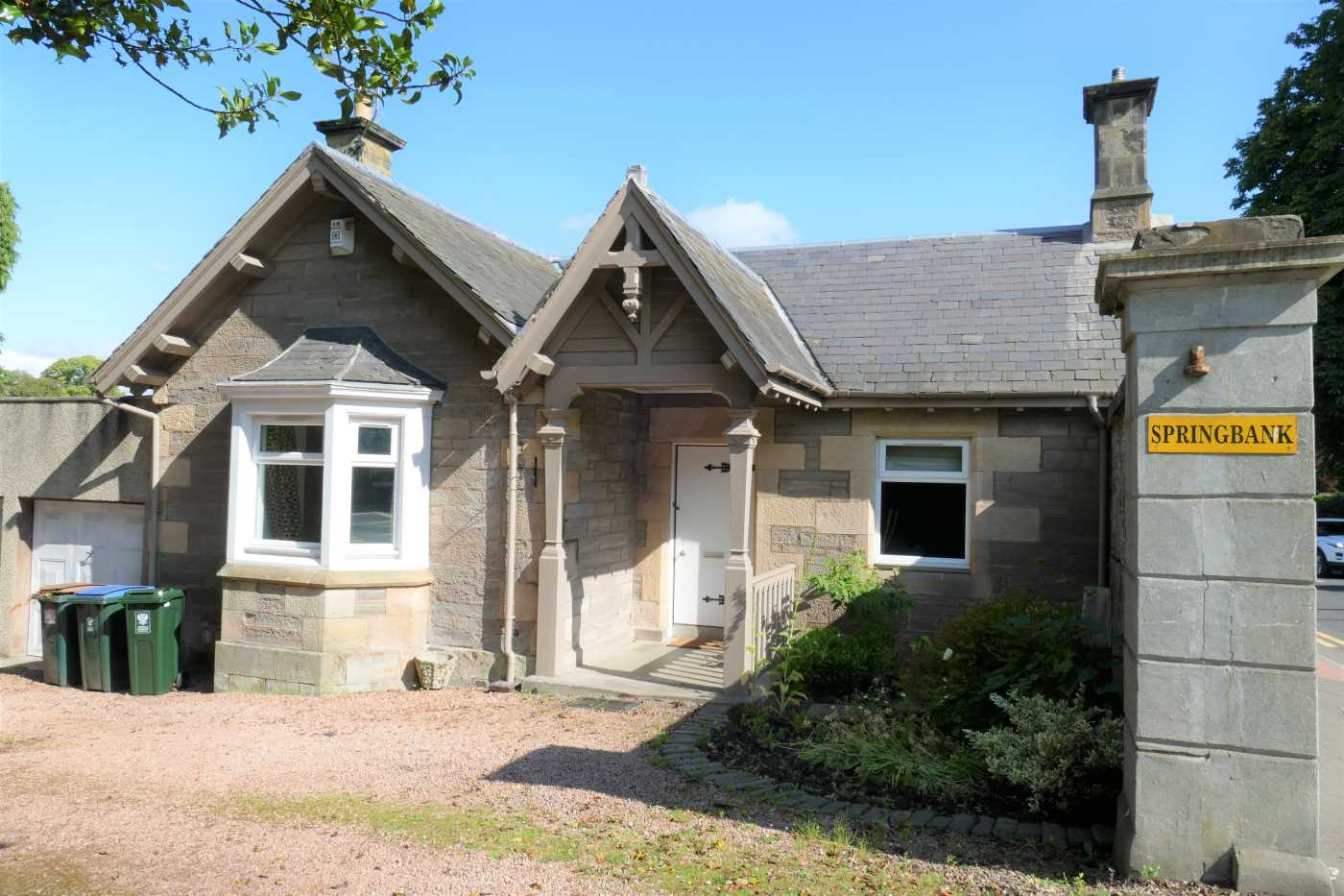 We are delighted to offer this four bedroom lodge situated on Isla Road within a short walk of the city centre, in a sought after area of Perth. 462280/340/22201 EPC - C .