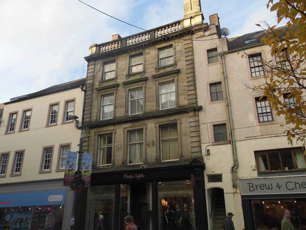 Lovely  bright spacious 2 bedroom top floor fully furnished flat in centre of town. New double glazed windows and electric central heating throughout. Viewing highly recommended.