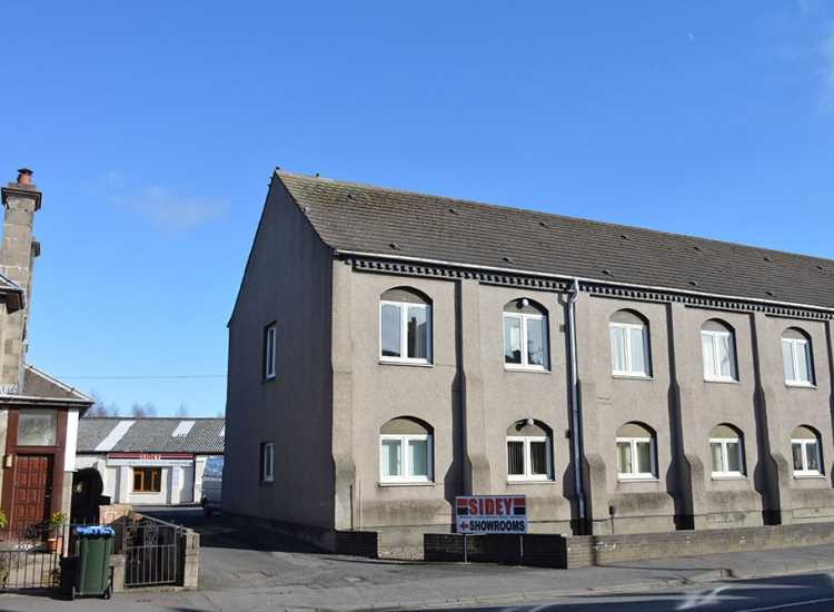 We are delighted to offer this immaculately presented 2 bedroom unfurnished ground floor flat.  The property comprises of: welcoming entrance hallway, 2 bedrooms with built in wardrobes, dining/kitchen, bathroom and bright lounge with fireplace.